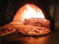 Pizza pečená na dreve